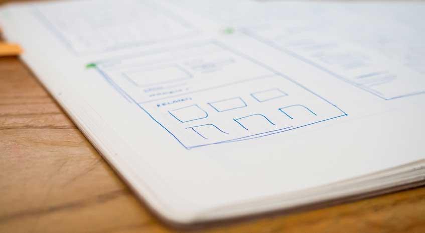 Bok med konsepttegninger av hjemmeside